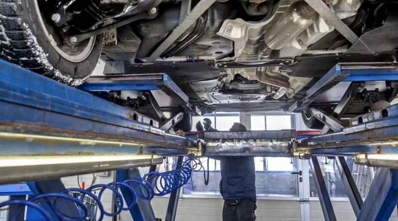 controle technique voiture ripage garagiste mécanicien elevateur